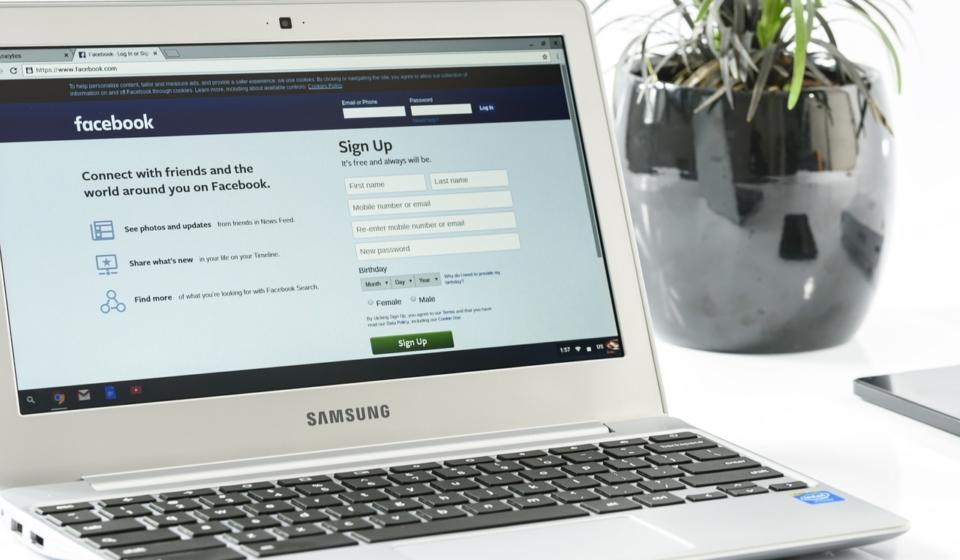 lap+facebook